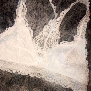 runway seven boutique Intimates & Sleepwear - NWOT- White Lace Razor Back Bralette